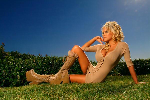 amber_mekush_blondes_have_more_fun_20100705_1029770444
