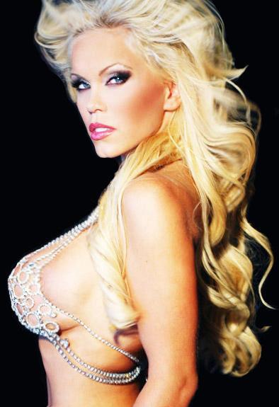 amber_mekush_blondes_have_more_fun_20100705_1094682966
