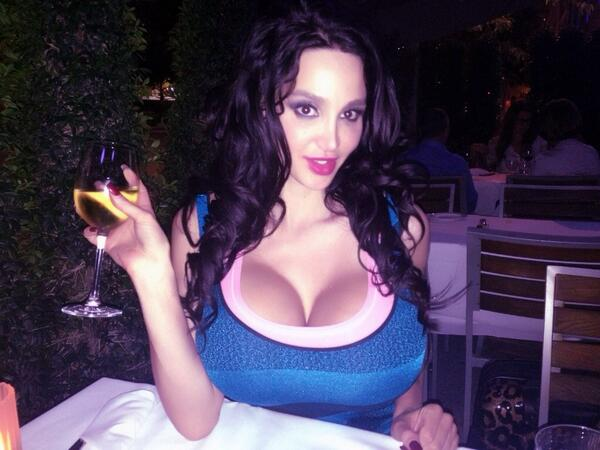 amy_anderssen_wants_you_to_look_at_her_twitter_20130908_1238926334