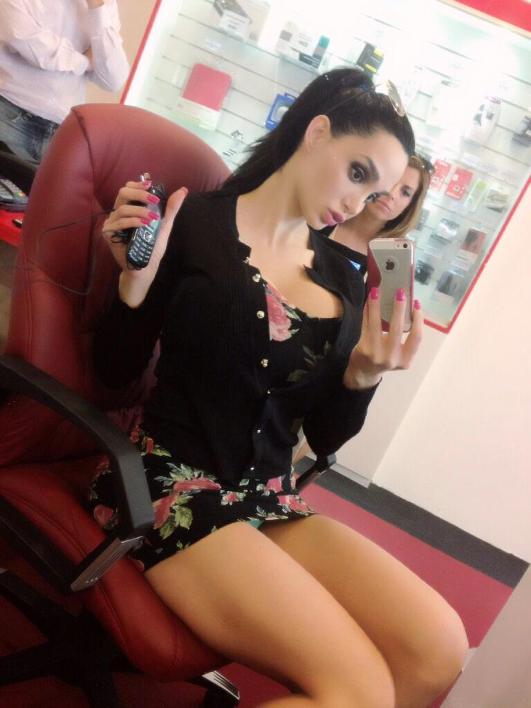 amy_anderssen_wants_you_to_look_at_her_twitter_20130908_1433966544
