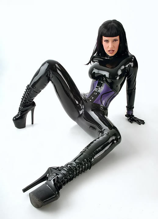 bianca_beauchamp_the_latex_collection_20110223_1503810947