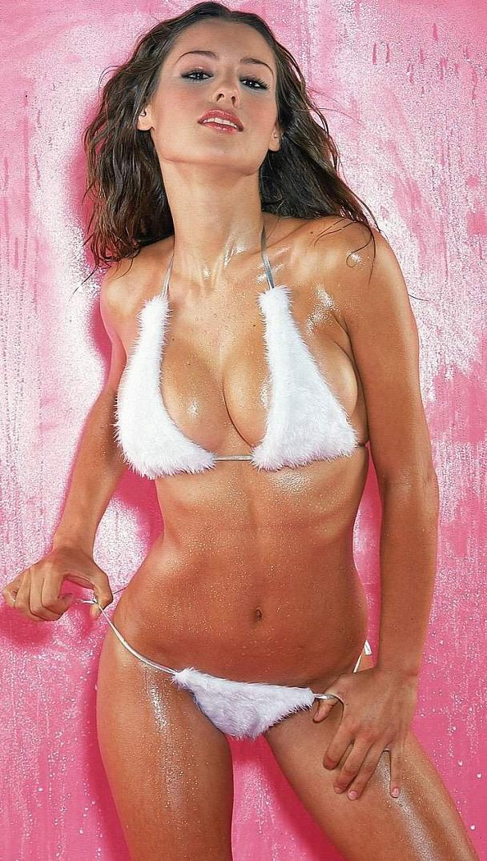 carolina_pampita_ardohain_swimsuit_edition_2011_20110217_1125798318