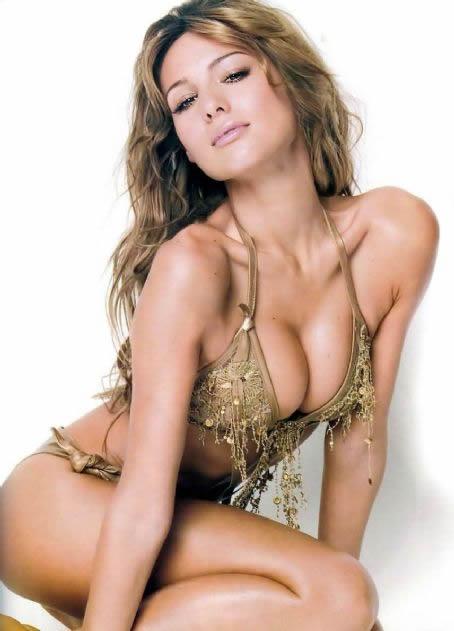 carolina_pampita_ardohain_swimsuit_edition_2011_20110217_1402920365