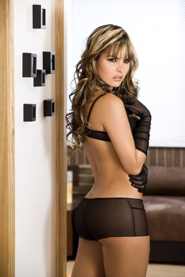 melissa_giraldo_from_columbia_with_thong_20100622_1133224810