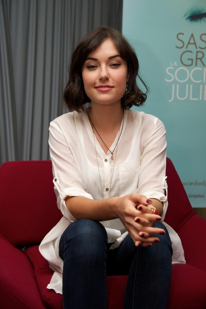 sasha_grey_promotes_la_sociedad_de_juliette_20130721_1945782997