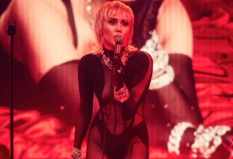 Miley Cyrus Rocks Blondie's Heart of Glass